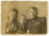 Дедушка, бабушка и мама Людмилы Селенской